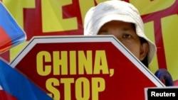 Người Philippines xuống đường biểu tình chống Trung Quốc.