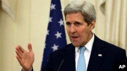 Amerika Dışişleri Bakanı John Kerry Atina'da basın açıklamasında konuştu