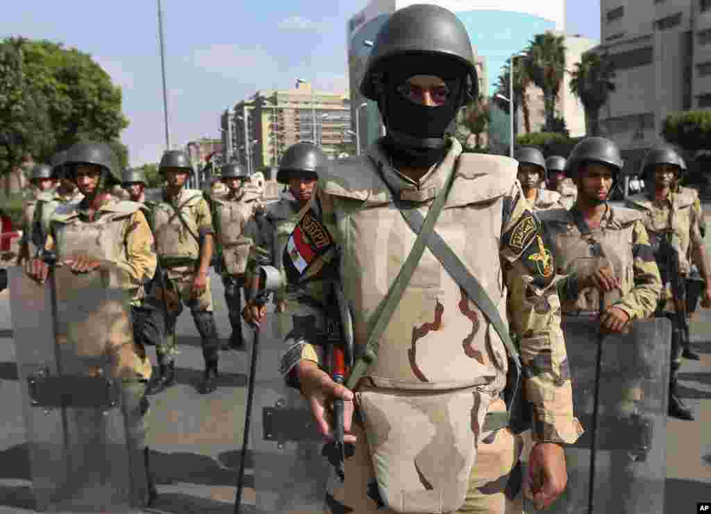 Egyptian army special forces soldiers stand guard near the Republican Guard headquarters, in Cairo. Thousands of protesters are holding rallies across Egypt to demand the reinstatement of ousted President Mohammed Morsi.