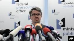 벨기에 프레데릭 반 레이유 연방 검사가 1일, 브뤼셀에서 유대인 박물관 용의자 체포와 관련해 기자 회견을 하고 있다.