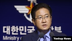 South Korean deputy defense minister, Seo Jae-seok, proposes holding talks with North Korea at a news event in Seoul, South Korea. The proposed talks would take place in Panmunjom, North Korea.