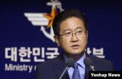 서주석 국방부 차관이 17일 오전 서울 용산구 국방부에서 남북군사당국회담 개최를 북한에 제의하고 있다.