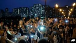 资料照片:香港抗议学生伸出五指敦促港府回应五大诉求。(2019年9月19日)