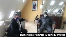 Président Félix Tshisekedi na masolo na ambassadeur ya Etats-Unis Mike Hammer na Kinshasa, RDC, 28 avril 2020. (Twitter/Mike Hammer)
