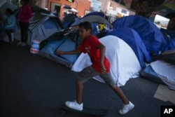 Табір в Тихуані, Мексика, поблизу кордону США
