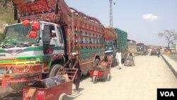 طالبان چهار موتر حامل محموله گندم را در غرب افغانستان ربودند