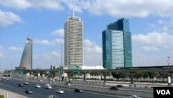 Walau diguncang krisis ekonomi dalam beberapa tahun terakhir, Dubai berusaha menyiapkan infrastrukturnya untuk menjadi tuan rumah Olimpiade 2024.