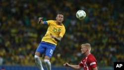 Le Brésilien Neymar lors d'un match contre le Danemark à Salvador, Brésil, le 10 août 2016.