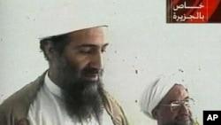 오사마 빈 라덴의 생전 모습(왼쪽).
