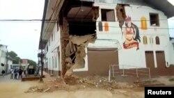 Una casa dañada en Yurimaguas, Perú, luego de un terremoto la madrugada del domingo 26 de mayo de 2019. Imagen tomada de un video. America TV / Reuters TV.