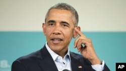 미국 캘리포니아 주에서 열린 미-아세안 정상회의가 폐막한 16일 이어진 기자회견에서 바락 오바마 미국 대통령이 기자단의 질문에 답하고 있다.