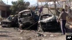 Xe cộ bị phá hủy bởi sau vụ nổ bom ở Qatana, 25 km về phía tây nam của thủ đô Damascus, ngày 13/12/2012.
