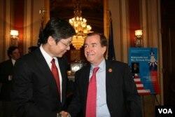 眾議院外交委員會主席梅南德茲與台灣駐美代表金溥聰(美國之音鍾辰芳拍攝)