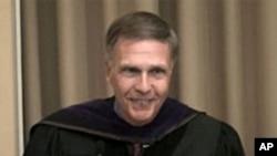 2009年洛德大使在母校弗莱彻学院演讲(资料照片)