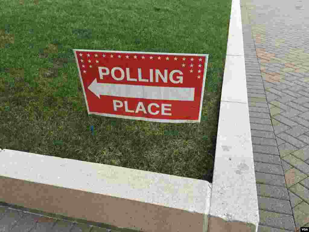 """美国大选""""超级星期二""""在维吉尼亚州的初选投票站(2016年3月1日)"""