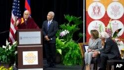 流亡西藏精神領袖達賴喇嘛在華盛頓美利堅大學(American University)舉行公開演說。