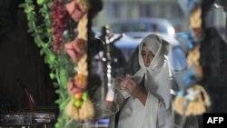 Ливийская женщина на улице в Триполи. Архивное фото.