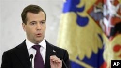 Russian President Dmitry Medvedev speaks in Moscow's Kremlin, 30 Nov 2010