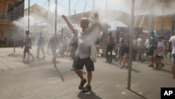 People cool off at the US pavilion at the Expo 2015 world's fair in Rho, near Milan, Italy, July 4, 2015.