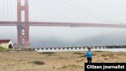 ທ່ານນາງ ພຸດສະຫວັນ ນົນນະລາດ ດັນ ນັກແລ່ນໄລຍະໄກ ກໍາລັງເຝິກຊ້ອມ ຢູ່ໃກ້ ຂົວ Golden Gate ທີ່ ນະຄອນ San Francisco