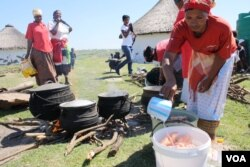 Preparations are made for the community feast on the occasion to encourage the people of Bulungula to be tested for HIV (D. Taylor/VOA)