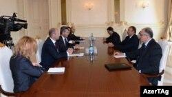 Prezident İlham Əliyevin Avropa İttifaqının enerji məsələləri üzrə komissarı Günter Ottingerlə görüşü