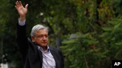 El Movimiento de Regeneración Nacional (MORENA) es una iniciativa del ex candidato presidencial Andrés Manuel López Obrador.