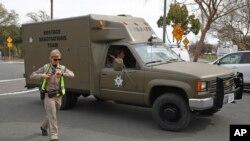 Equipa de negociação de reféns junto às instalações do Veterans Home of California