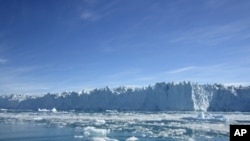 Polarne ledene ploče na Grenlandu (na slici) i na Antarktiku gube led svake godine sve brže