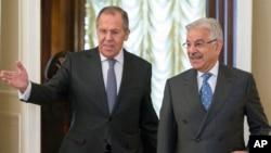 Russian Foreign Minister Lavrov, left, welcomes Pakistan's Foreign Minister Khawaja Muhammad Asif for their talks in Moscow, Feb. 20, 2018.