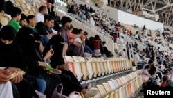 زنان سعودی ماه گذشته میلادی برای نخستین بار اجازه ورود به استدیوم های ورزشی را کسب کردند.