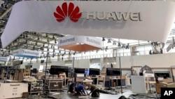 독일 하노버에서 열린 무역박람회에 중국의 통신장비업체 '화웨이' 부스가 설치돼 있다.