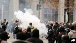 درگیری ها میان نیروهای پلیس و معترضین در واشنگتن دی سی