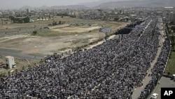 Αντικυβερνητικοί διαδηλωτές συμμετέχουν σε συγκέντρωση ζητώντας την παραίτηση του Προέδρου Αλί Αμπντουλάχ Σαλέχ