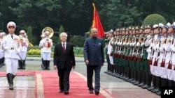 Tổng thống Ấn Độ Ram Nath Kovind trong lễ đón chính thức ở Hà Nội hôm 20/11.