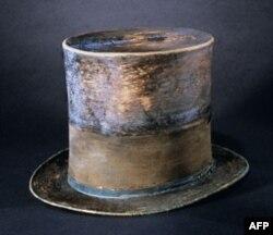 Chiếc mũ Tổng thống Abraham Lincoln đội vào đêm ông bị ám sát