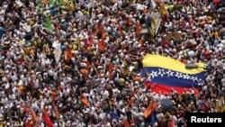 Manifestasyon opozisyon an pou pwoteste kont gouvènman Prezidan Nicolàs Maduro a, nan Caracas (Foto: 22 fevriye 2014).