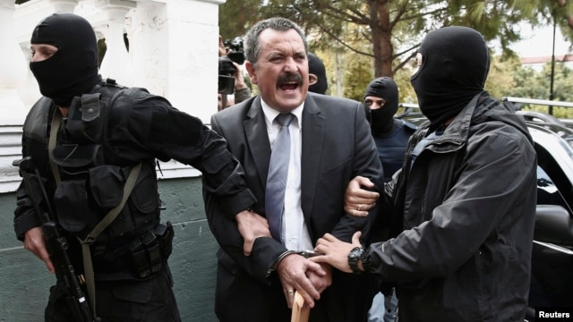 Extreme-right Golden Dawn party senior lawmaker Christos Pappas is escorted by anti-terrorism police officers to a courthouse, Athens, Oct. 3, 2013.