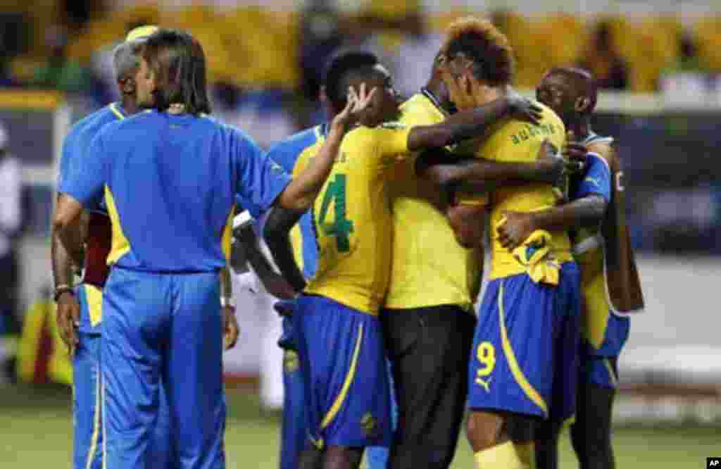 Gabon's Pierre Aubameyang (9) is consoled by teammates after missing his kick in the penalty shootout during their African Cup of Nations quarter-final soccer match against Mali at the Stade De L'Amitie Stadium in Gabon's capital Libreville, February 5, 2