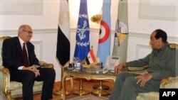 Feldmarşal Hüseyn Tantavi prezidentliyə namizəd Məhəmməd ƏlBaradei ilə görüşür