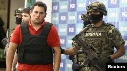 """El presidente mexicano, Felipe Calderón, se puso como misión capturar a """"El Chapo"""" Guzmán, pero, a 10 días de las elecciones, no lo ha logrado."""