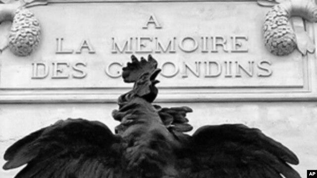 Biểu tượng Con gà trống Gaulois tại Place des Quinconces, Bordeaux, Pháp
