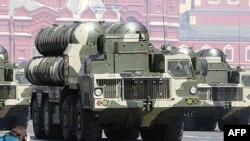 Ракетные комплексы С-300 на московском параде.