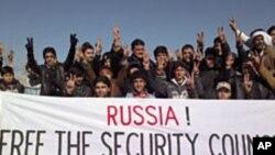 Xwepêşandêrên Sûrî helwesta Rûsyayê rexne dikin û bang li Moskowê dikin ku Civata Ewlekarîyê veto neke