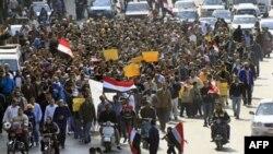 Учасники протесту проти президента Мубарака в Каїрі