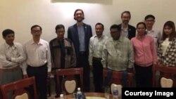 Các nhà ngoại giao Hoa Kỳ gặp gỡ các tín đồ Tin Lành thiểu số ở khu vực Tây Nguyên, ngày 17/06/2020 tại Buôn Ma Thuột, Đak Lak. Photo by Y Quy Buon Dap.