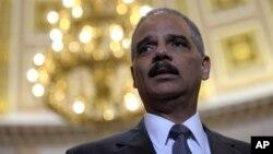 Al Fiscal General de EE.UU. Eric Holder se le acusa de negarse a dar documentos sobre la operación Rápido y Furioso.