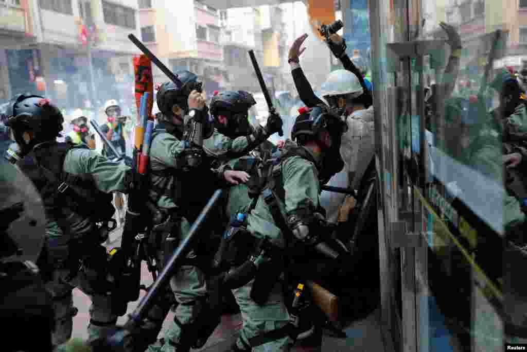 Honq Konq - Polislə etirazçılar arasında qarşıdurma