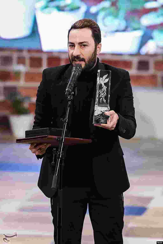 بهترین بازیگر نقش مکمل مرد سیوپنجمین جشنواره فیلم فجر به نوید محمدزاده برای فیلم بدون تاریخ عکس: حامد ملکپور