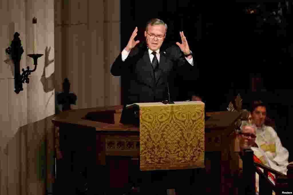 L'ancien gouverneur de la Floride, Jeb Bush, prononce une oraison funèbre lors des hommages aux funérailles de sa mère, l'ex-première dame Barbara Bush, à l'église épiscopale de St. Martin, Houston, Texas, 21 avril 2018.